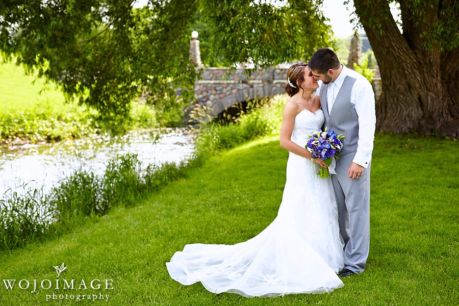 Independence Park Hartford WI Wedding Photos