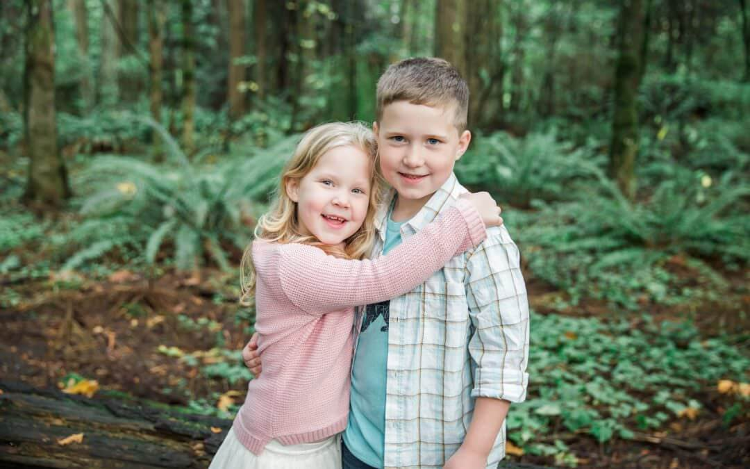 Outdoor Sibling Session-Seattle Family Lifestyle Photographer