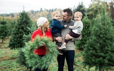B Family-McMurtrey's Red-Wood Christmas Tree Farm-Seattle Family Photographer