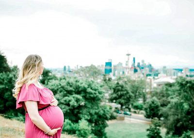 maternity photos at Kerry Park Queen Anna Seattle