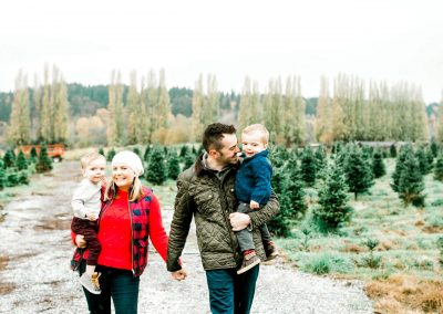 Christmas family photos on a tree farm near Settle